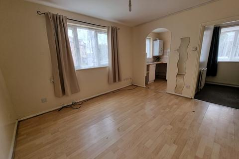 1 bedroom flat to rent - Magpie Close, EN1 - Newly painted One Bedroom Apartment On The Ground Floor With Off Street Parking And A Five Minute W