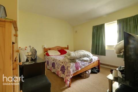 3 bedroom terraced house for sale - Stansgate Road, Dagenham