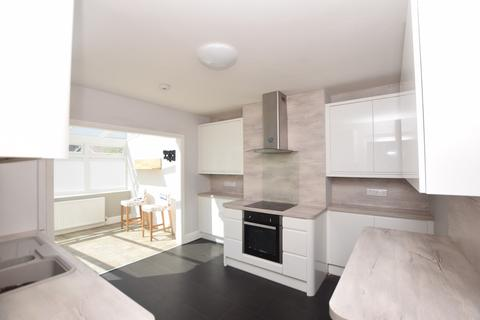 6 bedroom semi-detached house to rent - Conygre Road, Filton