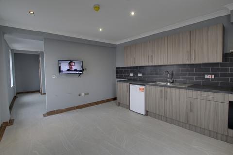 Studio to rent - High Street, Coalville