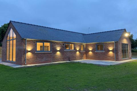 2 bedroom detached bungalow to rent - Shellow Lane, North Rode