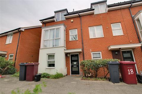 3 bedroom semi-detached house to rent - Puffin Way, Reading, RG2