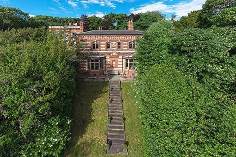6 bedroom detached house for sale - Brackendene House, Brackendene Drive, Gateshead