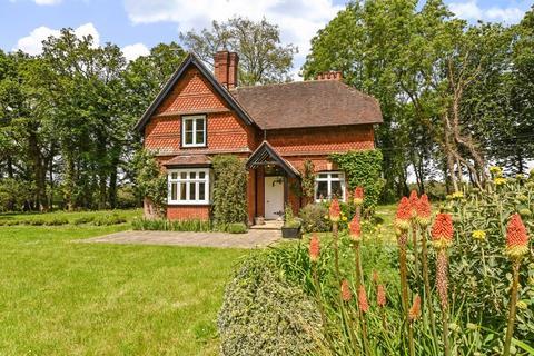 3 bedroom character property to rent - West Grinstead