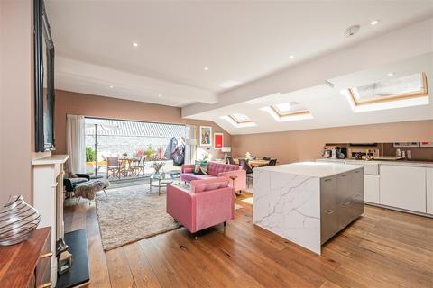 2 bedroom maisonette for sale - Danehurst Street, London