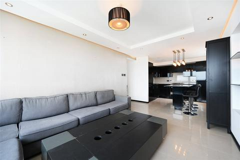 3 bedroom flat to rent - Park South, Austin Road, London