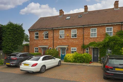 4 bedroom terraced house for sale - The Gallops, Esher