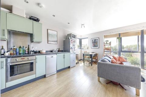 2 bedroom flat to rent - Bamboo Court, Hackney, E5