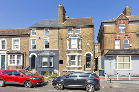 1 bedroom apartment to rent - Park Road, Sittingbourne, Kent, ME10