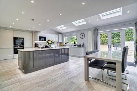 5 bedroom end of terrace house for sale - Markham Crescent, Rawdon