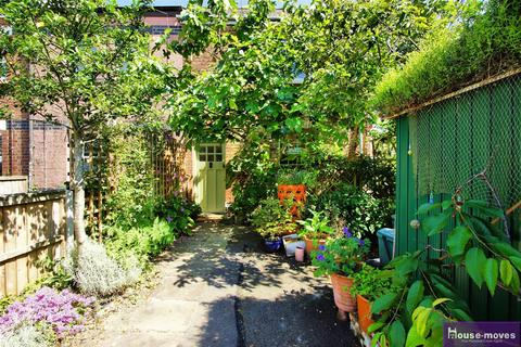 2 bedroom semi-detached house for sale - Alstone Croft, Cheltenham