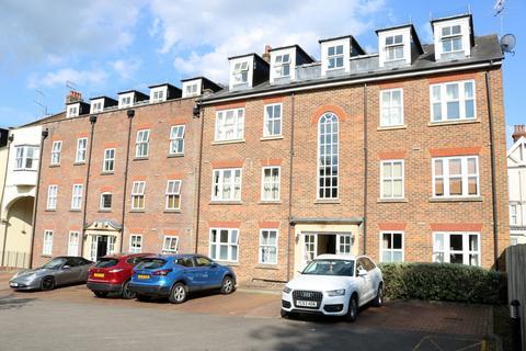 2 bedroom flat for sale - Boltro Road, Haywards Heath, RH16