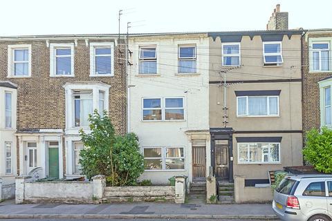 2 bedroom apartment to rent - Alma Road, Sheerness, Kent, ME12
