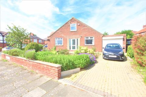 2 bedroom detached bungalow for sale - Cotswold Gardens, High Heaton