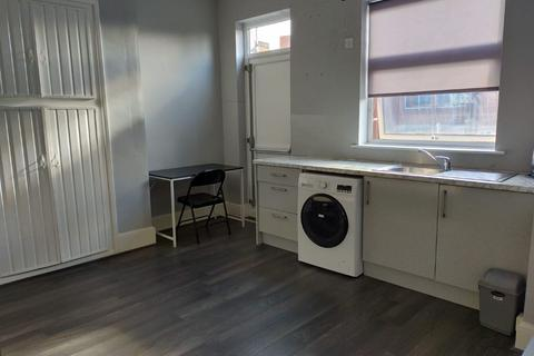 1 bedroom in a house share to rent - London Road