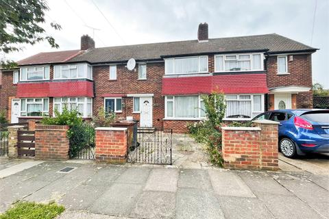 3 bedroom terraced house to rent - whiting avenue  IG11
