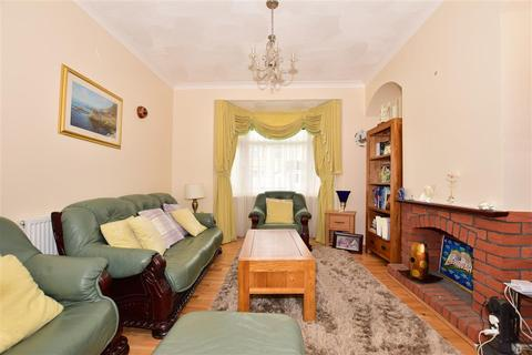 3 bedroom terraced house for sale - Gordon Road, Ilford, Essex