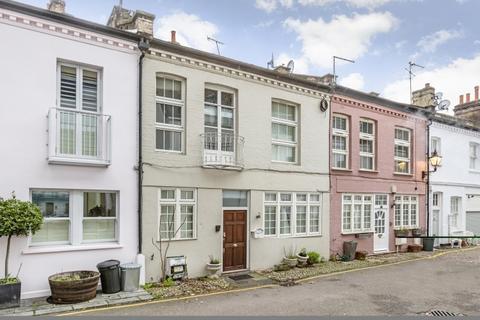 2 bedroom house to rent - Ovington Mews Knightsbridge SW3