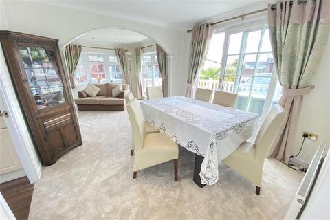 2 bedroom park home for sale - Chestnut Grove, Hayes Country Park Battlesbri, Wickford, Essex