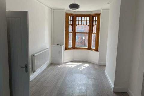 4 bedroom terraced house to rent - Peel Green Road, Eccles, Manchester
