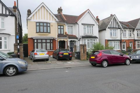 1 bedroom in a house share to rent - Bellingham Road, Catford, London SE6