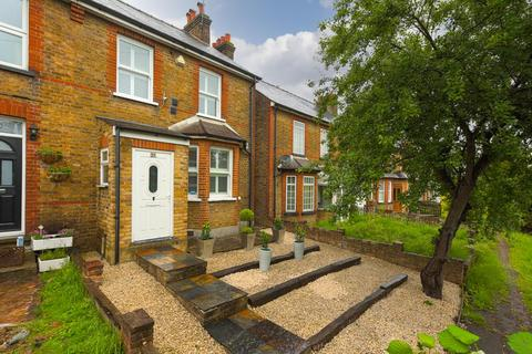 3 bedroom end of terrace house for sale - Kingston Road, Epsom
