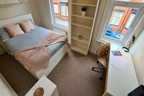 5 bedroom terraced house to rent - Albion Road, Fallowfield, Manchester, M14