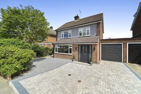 3 bedroom detached house for sale - Longmead Avenue, Chelmsford, CM2 7EG