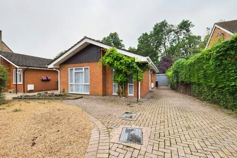 3 bedroom detached bungalow for sale - College Avenue, Egham, Surrey, TW20