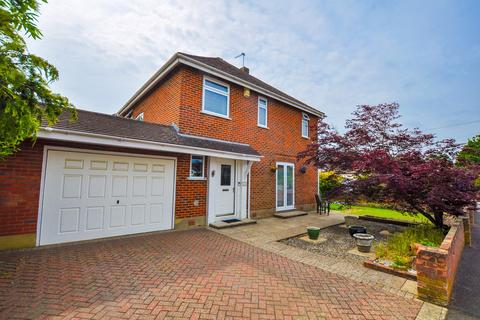 3 bedroom detached house for sale - Cedar Avenue, Bournemouth, BH10