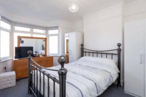 4 bedroom terraced house to rent - Babington Road, London