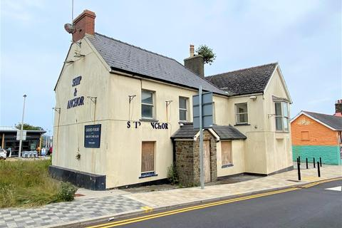 Detached house for sale - The former Ship and Anchor, High Street, Fishguard