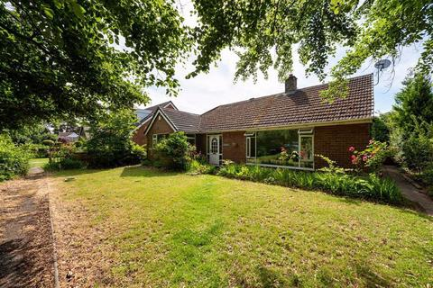 3 bedroom detached bungalow for sale - Crewe Road, Nantwich, Cheshire