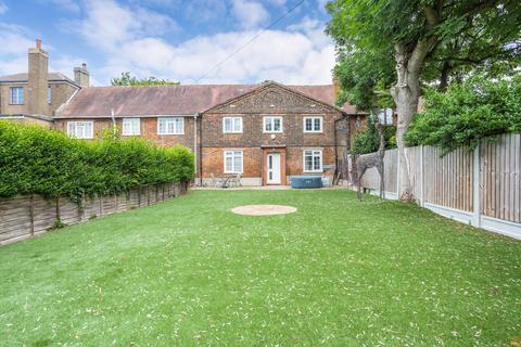 2 bedroom cottage for sale - Luxborough Lane, Chigwell, IG7