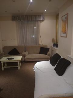 6 bedroom house to rent - Batty Street, London, E1