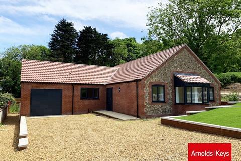 3 bedroom detached bungalow for sale - Renwick Park East, West Runton