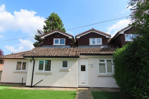 4 bedroom semi-detached bungalow to rent - Bridle Road, Woodford