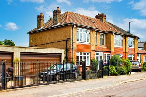 3 bedroom end of terrace house for sale - First Avenue, Enfield