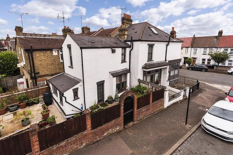 4 bedroom semi-detached house for sale - Bramshot Avenue, Charlton, London, SE7