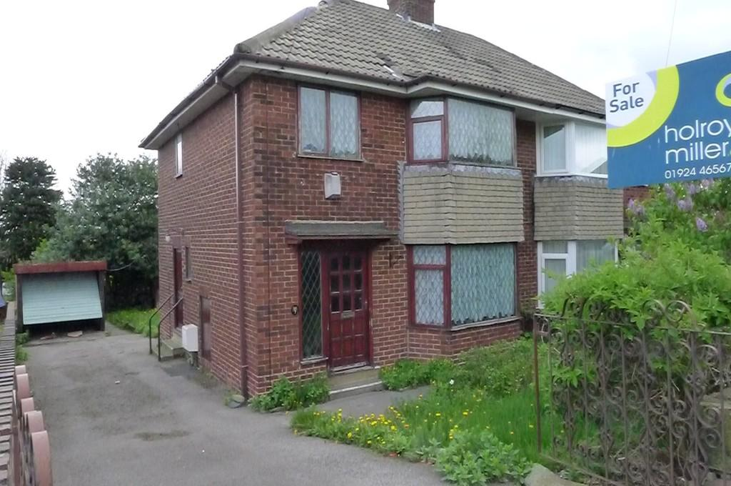 3 Bedrooms Semi Detached House for sale in Edge Lane Thornhill Dewsbury WF12 0QT