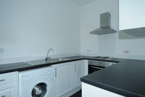 Studio to rent - Crescent Park, Heaton Norris