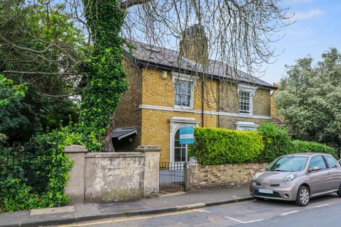 5 bedroom semi-detached house for sale - Fairfield Grove, Charlton, London