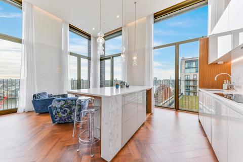 3 bedroom penthouse for sale - Capital Building, Embassy Gardens, Nine Elms, London, SW11