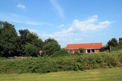 3 bedroom bungalow for sale - 26 heol Miaren, Morriston, Swansea, SA6 6EL
