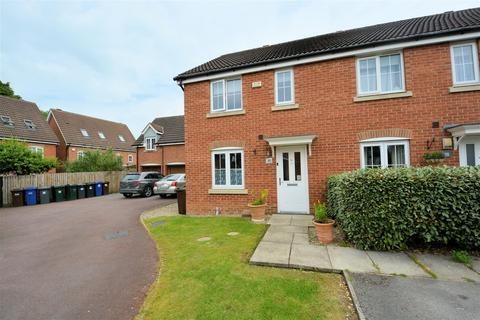 3 bedroom semi-detached house for sale - Robin Close, Selby