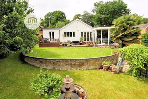 4 bedroom detached bungalow for sale - Tanglewood, Oaklands, Welwyn AL6 0RU
