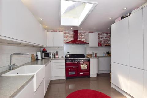 4 bedroom bungalow for sale - Brecon Chase, Minster On Sea, Sheerness, Kent