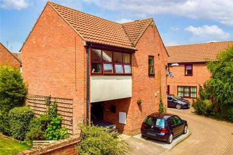 3 bedroom detached house for sale - Waltham Court, Beverley, HU17