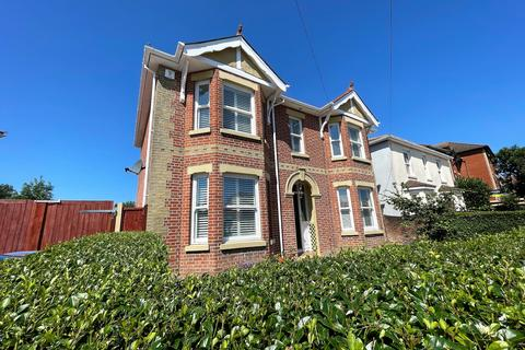 3 bedroom detached house for sale - IMPOSING CHARACTER HOME! THREE DOUBLE BEDROOMS! DRESSING ROOM!