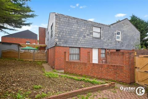 3 bedroom semi-detached house for sale - Colebrook Way, London, N11